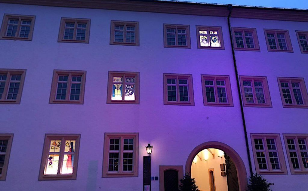 Adventskalenders der Ettlinger Schlossfassade