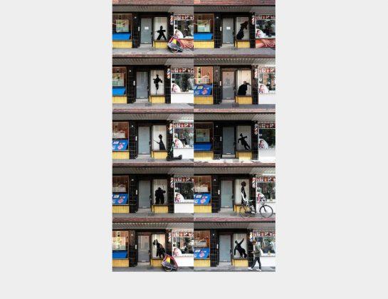 Nominiert: Johanna Thoss, 10 Scheuchen, Fotografien einer Installation mit Scherenschnitten, 126 x 75,6 cm