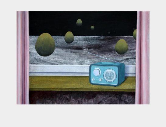 Anne Janoschka, An den kleinen Radioapparat, Acryl / Lw., 50 x 70 cm