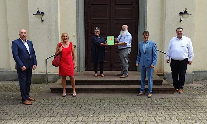 Übergabe des Ortsfamilienbuches Friedrichstal / Baden